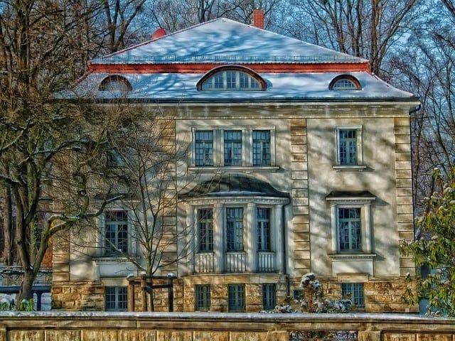 house-345700_640.jpg